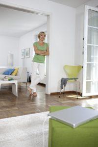 livingroom_woman_walking_oth_3-36389-300DPI