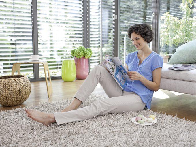 woman_reading_oth_4-36391-300DPI