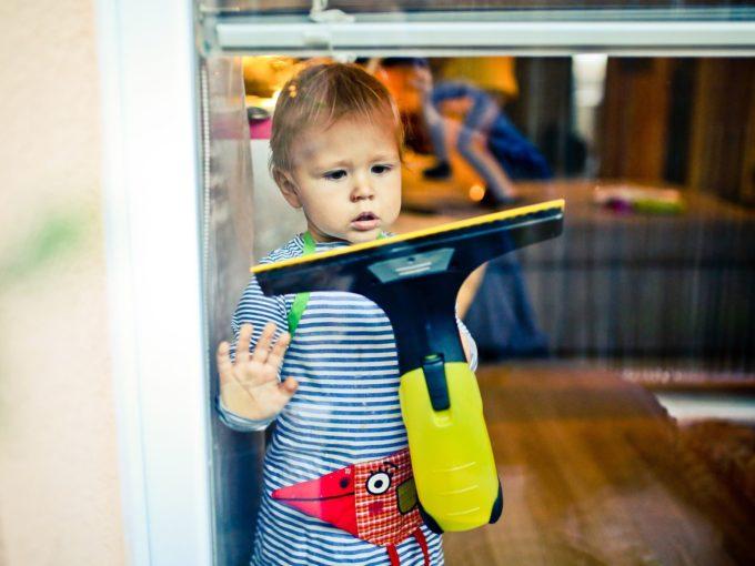 Vibrační čistič usnadní mytí oken