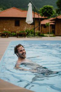 Bazén pořádně vyčistěte na začátku sezóny. Přes léto s ním pak bude jen minimum práce.