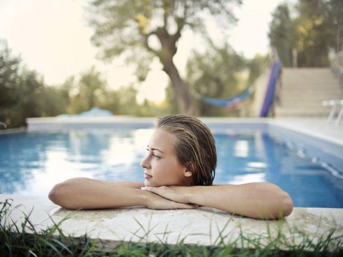 Jak vyčistit bazén před sezónou: návod krok za krokem
